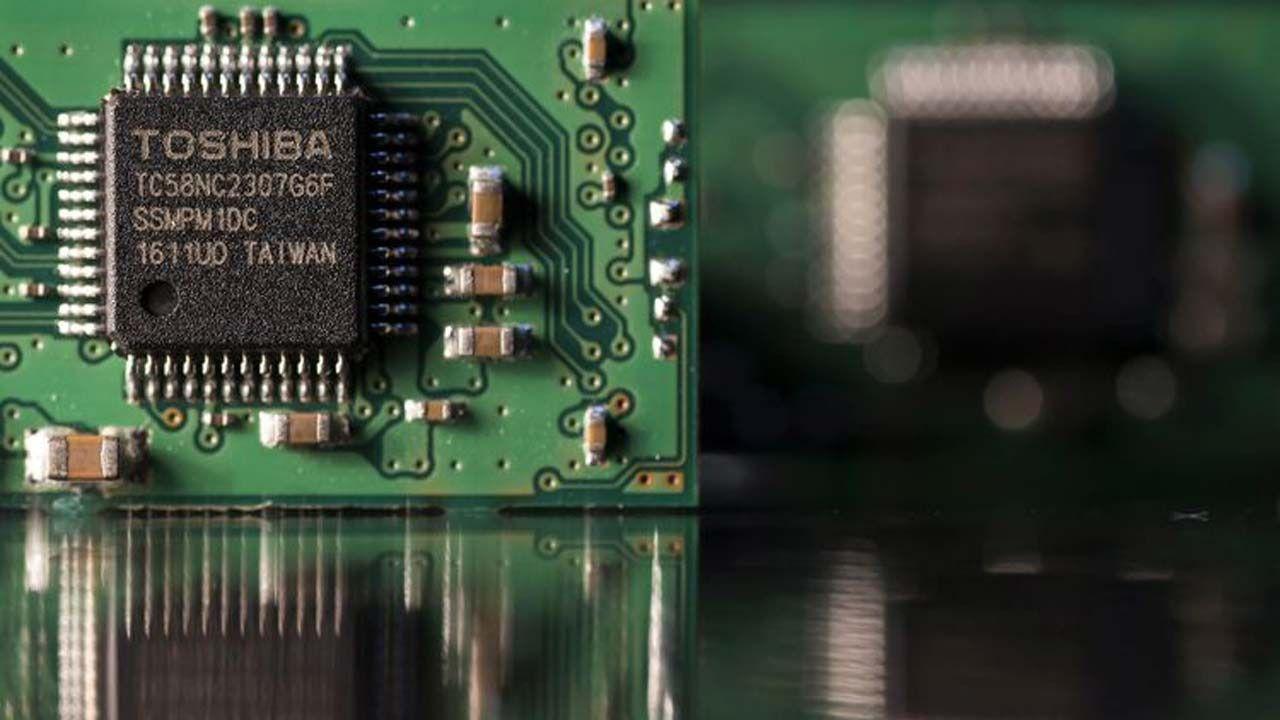 China aprueba la venta del negocio de chips de Toshiba a Bain Capital