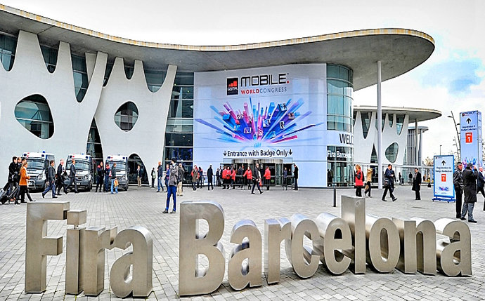 """Las estrellas de las redes triunfan en la gran cita """" movil"""" de Barcelona"""